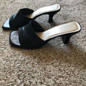 Shoes - naturalizer square toe heeled sandals